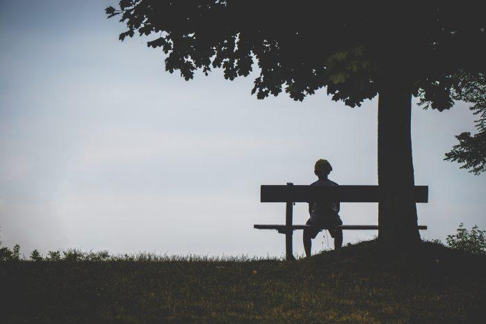 Sabemos que el sentimiento de soledad, junto con el envejecimiento de la población, se intensificará en los próximos años. Además, hay cierta tendencia a ocultar y mantener en la esfera privada este tipo de sentimientos. Por lo que las medidas que se tomen contra el aislamiento deben tener en cuenta este tipo de factores.